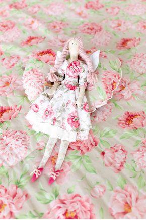 Интерьерная игрушка девочка Тильда
