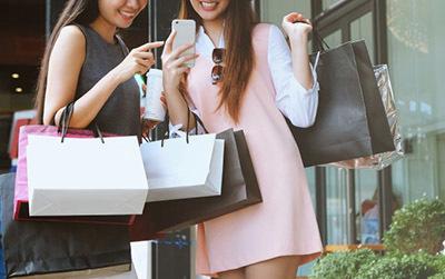 Полная распродажа коллекции одежды от Andre Tan и by Vona